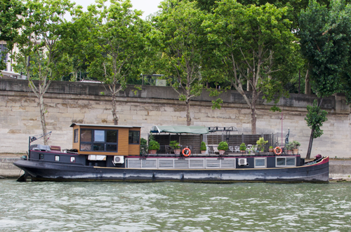 paris-houseboat-1